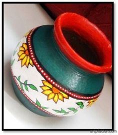 Madhubani painting tutorial with instructions on how to paint in the Madhubani style on a pot. This is a beginner level pot painting project. Pottery Painting Designs, Pottery Designs, Paint Designs, Pottery Art, Bottle Painting, Bottle Art, Bottle Crafts, Clay Art Projects, Clay Crafts