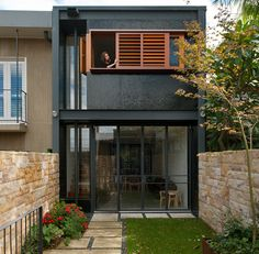 ARTICLE Jason Burgess PHOTOGRAPHY Castle+Beatty and ArchiShot It is no wonder that this place has been dubbed the 'upside-down-back-to-front' house....