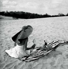 Light beach reading is never complete without a floppy hat.