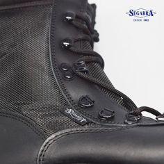 La elección del calzado es fundamental para asegurar tu integridad. No te la juegues, y elige el de mayor prestaciones. Elige: Calzados Segarra #tellevanmaslejos http://segarra.es #bolamilitar #botapolicial #militar #usarmy #black #batlefield #duty #policia