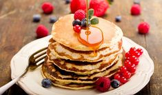 Pancakes are one of those wonderfully comforting foods that you can eat anytime. But how do you make pancakes? This pancake recipe serves 4 people. Peanut Butter Pancakes, Vegan Pancakes, Blueberry Pancakes, Protein Pancakes, Ricotta Pancakes, Buttermilk Pancakes, High Fiber Breakfast, Low Carb Breakfast, Breakfast Recipes