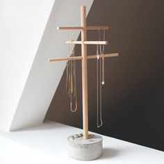 DIY project decorative tree made of beech wood and concrete www. - DIY project decorative tree made of beech wood and concrete www.theachievearc … – DIY project d - Diy Jewelry Unique, Diy Jewelry To Sell, Diy Jewelry Holder, Diy Projects To Sell, Diy Furniture Projects, Diy Wood Projects, Baby Room Diy, Concrete Crafts, Creation Deco