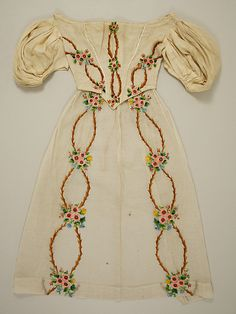Ivory Embroidered Dress from (The Metropolitan Museum of Art) Irish Fashion, Fashion History, Historical Costume, Historical Clothing, Victorian Fashion, Vintage Fashion, Kids Fashion, Fashion Outfits, Edwardian Dress