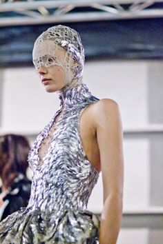 Fashion inspiration: Sea creatures in Alexander McQueen's Spring/Summer 2012   Edel Scope