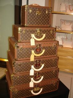 Louis Vuitton vintage suitcases for when I travel! Louis Vuitton Trunk, Louis Vuitton Luggage, Vintage Louis Vuitton, Lv Luggage, Luggage Sets, Coach Luggage, Travel Luggage, Travel Bags, Vintage Suitcases
