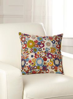 Liberty London Champ de marguerites cushion - Maison Simons exclusive