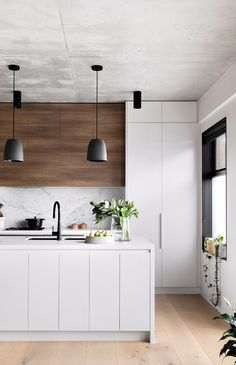 An organised kitchen is a functional kitchen. See five easy ways to create a more streamlined kitchen that the entire family will enjoy. Kitchen Room Design, Modern Kitchen Design, Home Decor Kitchen, Interior Design Kitchen, New Kitchen, Home Kitchens, Decorating Kitchen, Kitchen Small, Modern Interior