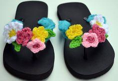 Crochet embellished flip flops am picturing Melinda making these! Crochet Sandals, Crochet Boots, Crochet Slippers, Love Crochet, Crochet Clothes, Crochet Flowers, Buy Flowers, Crochet Top, Crochet Crafts
