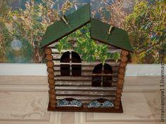 Чайный домик. Домик окнами в сад. Декупаж чайного домика.. Декупаж чайного домика.  Чайный домик 'Домик окнами в сад' стилизован под добротный загородный дом. Сруб, крыша, покрытая черепицей и виноградные ветви, тянущиеся по стенам.  Кто из Ваших близких или друзей мечтает о таком загородном доме?