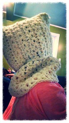 Free cowl/ hoodie crochet patterns Crochet Hoodie, Crochet Cowls, Chrochet, Crochet Crafts, Crochet Ideas, Crochet Patterns, Hooded Scarf, Darning, Ear Warmers