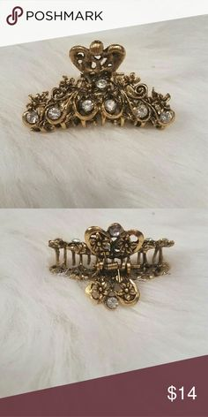 gold jaw-style hairclip never worn :)   Accessories Hair Accessories