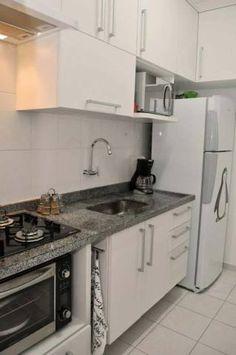 Cozinha de um apartamento de 68 m², projetado por Jacqueline Fumagalli.