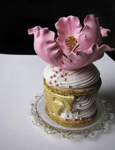 Ana Rosa, via:bellethemagazine Elegant Cupcakes, Pretty Cupcakes, Beautiful Cupcakes, Gorgeous Cakes, Amazing Cakes, Beautiful Gorgeous, Sweet Cupcakes, Mini Wedding Cakes, Wedding Cupcakes
