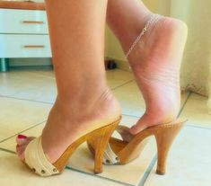 Stiletto Heels, High Heels, Wooden Sandals, Sexy Sandals, Gorgeous Feet, Sexy Toes, Female Feet, Sensual, Heeled Mules