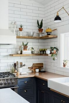 Modern Rustic Kitchen Decor Open Shelves Ideas An open shelf décor idea is a great strategy to renew the look of your kitchen. This property will deliver a new great look to improve the artistic touch of your kitchen. Rustic Kitchen Design, Boho Kitchen, Home Decor Kitchen, Kitchen Styling, Kitchen Interior, Kitchen Decorations, Kitchen Ideas, Stylish Kitchen, Farmhouse Interior