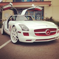 Absolutely gorgeous Mercedes with the #GullWing doors! SuperCar #Speed #Power #Beauty #Luxury #Class #Cars #CarShowSafari