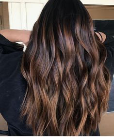 60 Hairstyles Featuring Dark Brown Hair with Highlights – Balayage Haare Brown Black Hair Color, Chocolate Brown Hair Color, Brown Hair Colors, Chocolate Highlights, Brown Highlights On Black Hair, Chunky Highlights, Dark Brown Hair With Caramel Highlights, Fall Hair Color For Brunettes, Black Highlighted Hair