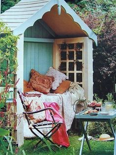 ahh...an outdoor reading nook...and not mosquitos or flies. Perfect!
