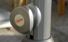 Solero Presto Sonnenschirm 330 x 330 cm und Rund 400 cm Royaler Gastroschirm mit easy turn-Knopf für ultimativen Komfort beim öffnen. Bedienung easy turn Knopf für ultimativen Komfort Mit Teleskop Funktion. Bespannung 300 gr/m² O'Bravia. Scotchguard beschichtet. Lichtechtheit 7-8/8. Mastdurchmesser 65 mm  Mehr Info's auf www.solero-sonnenschirme.at Beats Headphones, Over Ear Headphones, Komfort, Easy, Round Round