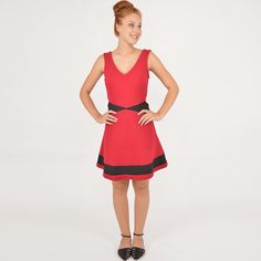 Vestido com recortes vermelho e preto + Sapatilha com tiras e aplicação de brilhos #moda #look #outfit #inverno #lnl #looknowlook