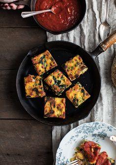 Ça, c'est une petite recette pour le brunch qui sort de l'ordinaire. Elle a un peu le goût d'une paella, mais vous pourriez la personnaliser selon vos envies et selon ce qu'il reste dans le réfrigérateur. No Salt Recipes, Great Recipes, Vegetarian Recipes, Snack Recipes, Brunch, Good Food, Yummy Food, Sauce Tomate, My Cookbook