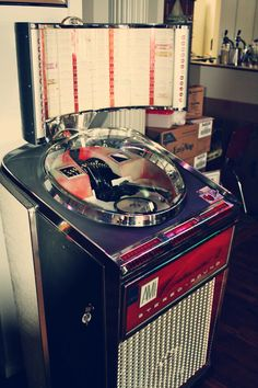 AMI Continental jukebox from 1961 Jukebox, Edison Phonograph, Rock And Roll, Music Machine, Old Music, Record Player, Tech, Industrial Chic, Pinball