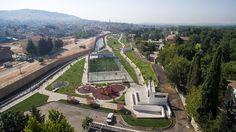 """Gaziantep Büyükşehir Belediyesi Park ve Bahçeler Daire Başkanlığı son 3 yılda 498 bin 205 metre kare alanda toplamda 16 kapsamlı park yapımı gerçekleştirdi.  İnsan odaklı çalışmalarını """"yerelden evrensele"""" sloganı ile gerçekleştiren Büyükşehir Belediyesi belediye hizmetlerinin yanı sıra ulusal projelerini de hayata geçiriyor. Bu doğrultuda çalışmalarını park ve bahçelerde devam ettiren Büyükşehir Belediyesi, ihtiyaç duyulan … Slogan, Paris Skyline, City Photo, Park, Travel, Viajes, Parks, Destinations, Traveling"""