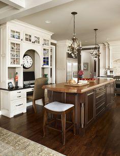 Dura Supreme Cabinetry. Kitchen Designer: Lindsey Neumann Photo: Beth  Singer Interior Designer: