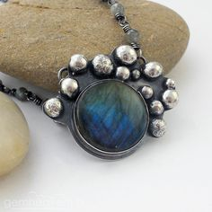 Sterling silver and Labradorite pendant with hallmark by gemheaven, £89.00