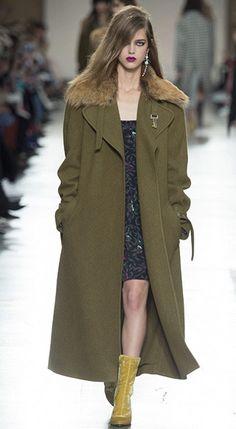 МИЛИТАРИ  Любовь к форменной одежде стабильно переходит из сезона в сезон видоизменяясь. В сентябре актуально пальто в военном стиле любой длины, но лучше инвестируйте в длинное на долгие годы.