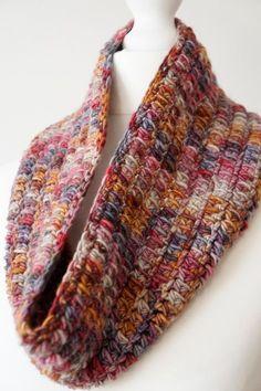 Crochet Patterns Cowl One skein cowl free crochet pattern by LittleDoolally One Skein Crochet, Crochet Scarves, Crochet For Kids, Crochet Shawl, Crochet Clothes, Crochet Stitches, Free Crochet, Ravelry Crochet, Crochet Geek