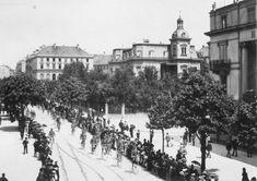 Aufnahme der Bahnhofstrasse am Schweizer Radfahrertag, 1891. Snow, Outdoor, Swiss Guard, Past, Archive, City, Photo Illustration, Outdoors, Outdoor Living