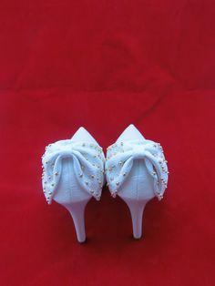 Sapato de festa branco! Acesse www.blacksuitdress.com.br #sapatodefesta #sapatofeminino #casamento #moda #fashion #blacksuitdress