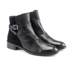 Elegante e classico, questo modello è perfetto per un look sofisticato da lavoro. Shoes by @artemisia.  Price: 79.90€