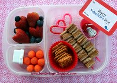 Cute and easy Valentine's Day lunch box ideas | packed with @EasyLunchboxes