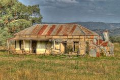 Ruins - Early Settlers Cottage Mudgee, New South Wales. Old Abandoned Buildings, Old Buildings, Abandoned Places, Australian Bush, Australian Homes, Best Barns, Land Of Oz, Natural Homes, Old Farm Houses