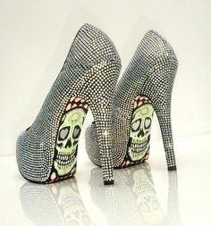 Google Image Result for http://3.bp.blogspot.com/-codTS4SWPds/TfITHwXj9lI/AAAAAAAABqw/B-8HtZAqBmM/s1600/taylor-reeve-shoes-2011-7.jpg