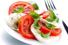 Italian cuisine is one of the most popular in the world today. It's rare to find a major city anywhere that doesn't have a place that serves Italian dishes. Spinach Salad, Caprese Salad, Tostadas, Mozzarella, Pasta, Salad Bar, Just Cooking, Italian Dishes, Summer Recipes