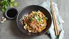 Zaubert einen Hauch Asien in Ihre Küche: Wok-Rezept mit Rindfleisch, Cashewnüssen und Eiernudeln. Japchae, Ethnic Recipes, Food, Japanese Recipes, Chinese Recipes, Wok Recipes, Bamboo, Eat Lunch, Easy Meals