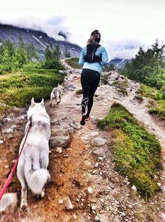 https://www.facebook.com/tina.emelie/photos/a.371301829650559.1073741825.311936945587048/607756222671784/?type=1 Emelie Forsberg Good morning from Swedish mountains! Running with Aslak, Lisa & Lycka!