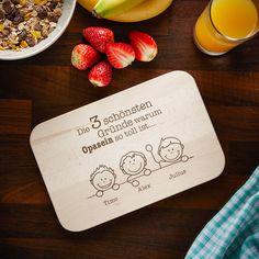 Opas sind etwas ganz besonderes - und haben folglich auch etwas ganz besonderes als Geschenk verdient. Und die besten Gründe, Opa zu sein? Stehen auf unserem Frühstücksbrett mit Gravur - Warum ich es liebe Opa zu sein.