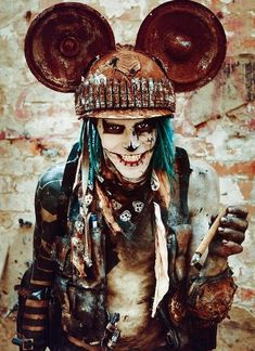 survivor / intense dystopian look / wasteland cosplay for men / Mickey Mouse lol! Apocalypse Fashion, Apocalypse World, Post Apocalyptic Costume, Post Apocalyptic Fashion, Steampunk, Wasteland Warrior, Dystopia Rising, Wasteland Weekend, Mad Max