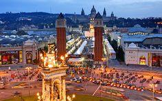 Выходные в Барселоне или 48 часов в столице Испании  Барселона – это очаровательный приморский город, история которого насчитывает более 2000 лет. Он является родиной всемирно известных художников, навсегда изменивших лицо города и сделавших его излюбленным европейским курортом и самым популярным местом в Испании. Однако Барселона может предложить вам гораздо больше, чем просто интересную культуру: город славится кулинарными изысками и своей повсеместно кипящей жизнью.