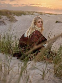 ELLE Serbia October 2017 Aline Weber by Greg Swales : Photography: Greg Swales. Styled by: Arnold Milfort. Vogue Photography, Beach Photography, Editorial Photography, Amazing Photography, Dental Photography, Photography Contract, Beginner Photography, Photography Hacks, Photography Backgrounds
