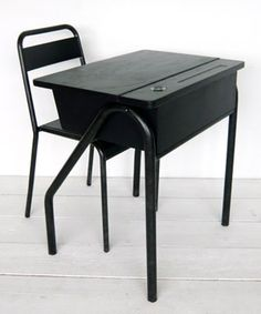 BF084 - Desk and chair (black)