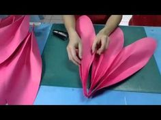 19 Ideas diy paper art tutorials flower backdrop for 2019 Giant Paper Flowers, Big Flowers, Fabric Flowers, Tissue Paper Flowers, Paper Flower Backdrop, Fleurs Diy, Diy Papier, Paper Flower Tutorial, Flower Template