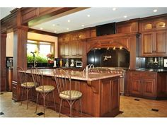 Luxurious, gourmet kitchen perfect for entertaining | Oak Brook IL