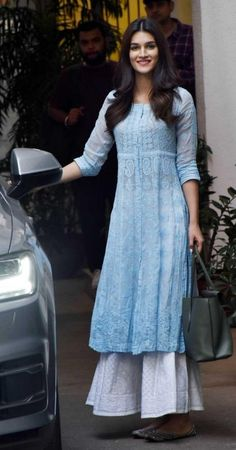 Casual Indian Fashion, Indian Fashion Dresses, Dress Indian Style, Indian Outfits, Fashion Outfits, Casual College Outfits, Celebrity Casual Outfits, Celebrity Fashion Looks, Designer Party Wear Dresses