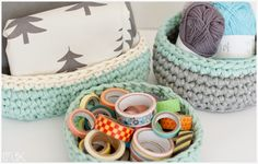 How to make trapillo baskets? Crochet Fabric, Fabric Yarn, Knit Crochet, Cotton Cord, Crochet Bowl, Diy Purse, T Shirt Yarn, Yarn Projects, Painting On Wood