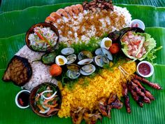 Pupung Bataan A taste of all the best grilled Filipino food. Filipino Dishes, Filipino Recipes, Filipino Food, Filipino Culture, Filipino Desserts, Boodle Fight Party, Comida Filipina, A Food, Food And Drink